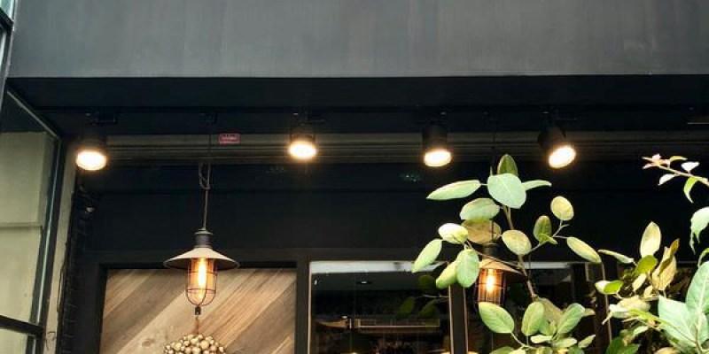 「台中龍井區」來東海商圈千萬不能錯過這家平價的泰式料理 「N.N. Thai Thai 」環境超美餐點也超好拍!