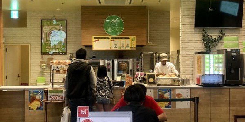 「沖繩」永旺夢樂城沖繩來客夢店的「世界で2番めにおいしい焼きたてメロンパンアイス」有經過可以嚐嚐看~