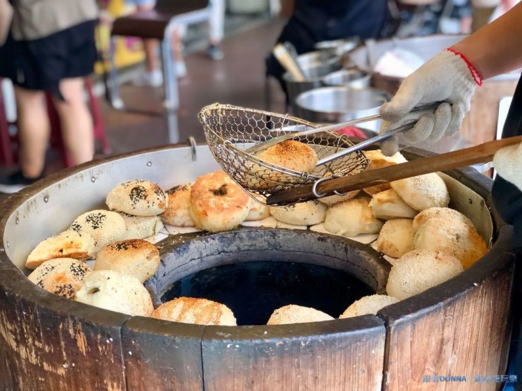 「新竹北區」超過70年傳承的好味道~「丞祖胡椒餅」也可外送園區當開會的下午茶唷!