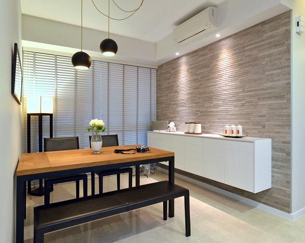 Phòng ăn sử dụng đồ nội thất hết sức đơn giản.