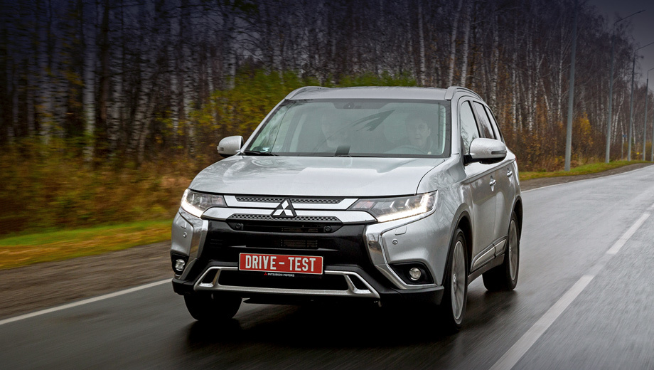 Mitsubishi outlander. In Russia, Outlander is available with three atmospheric petrol engines.