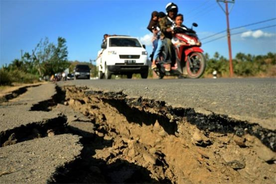 Image result for Aftershocks rock Indonesia's Lombok as quake death toll tops 300