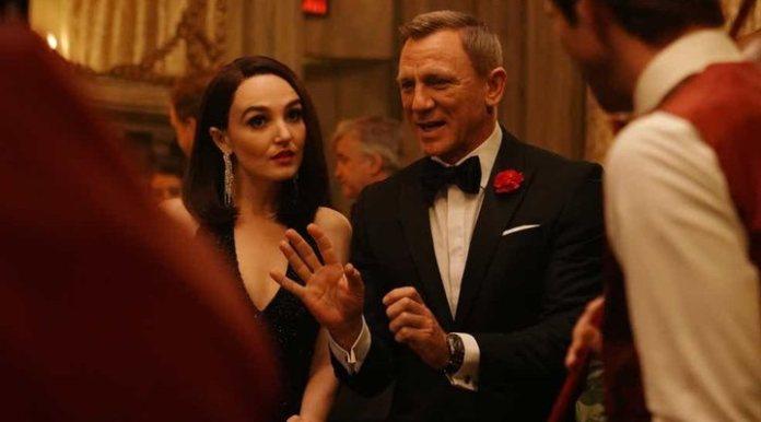 'Daniel Craig and Chloe Fineman'
