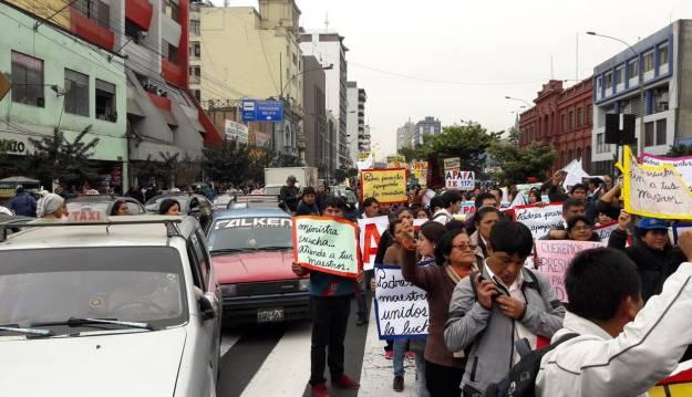 Paro nacional: CGTP, maestros y otros gremios marchan en el centro de Lima [EN VIVO]