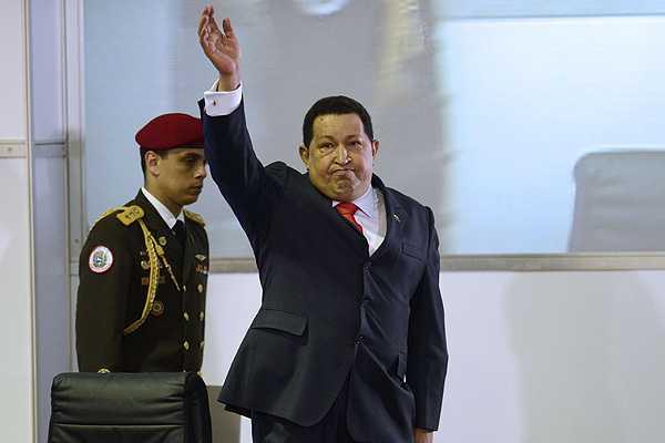 Hugo Chávez confirma rebrote de cáncer y nombra sucesor