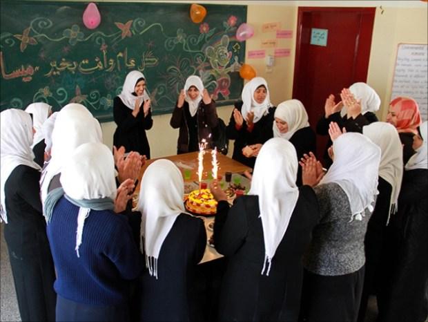 Gaza tuna rungu-perayaan hari ulang tahun di sekolah tuna rungu