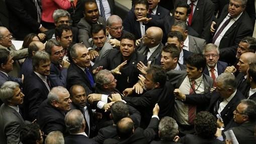 Empurra-empurra durante sessão da Câmara - Dida Sampaio/Estadão