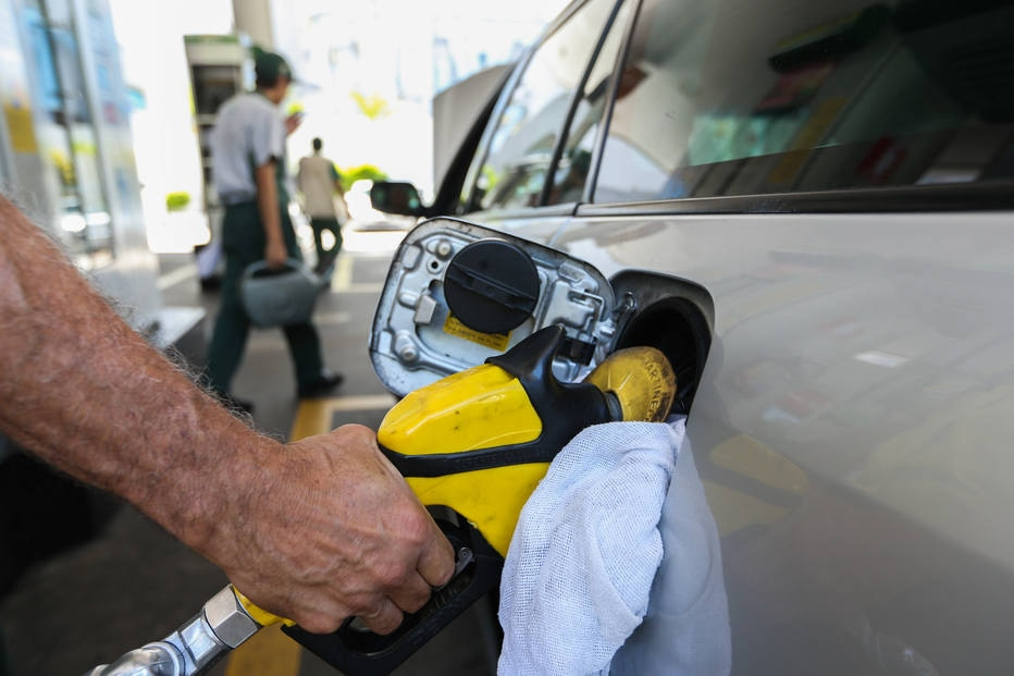 Aumento de imposto na gasolina deve ser definido na próxima semana