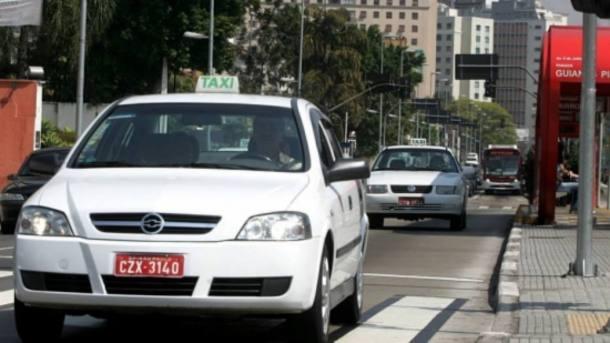 Taxistas de SP pedem reajuste de até 12%