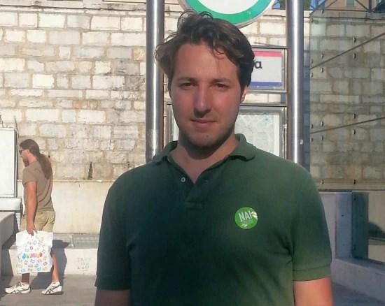 Panteleimon, de 22 anos, estuda em Paris, mas quer voltar um dia a viver na Grécia