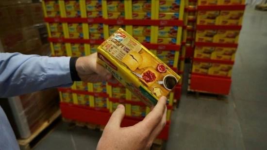 """Erik Volavicius, diretor de marketing, desenhou uma embalagem nova em inglês para as torradas da Bauducco: """"gordurazero"""", """"bom para toda hora"""""""