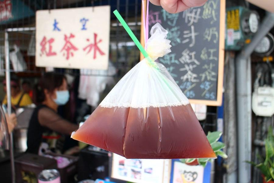台中 第五市場經營超過半世紀的紅茶店家,夏天來上一杯讓人再戰其他市場美食小吃 台中市西區|太空紅茶