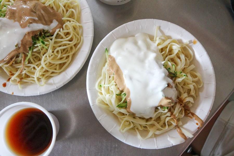 嘉義 「白醬」嘉義涼麵之中,不可或缺的在地特色醬料元素,讓涼麵吃起來更柔更滑更順口 嘉義市東區|(正)公園老店涼麵