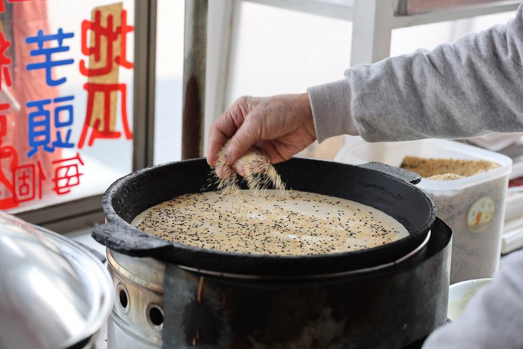 屏東 從小吃到大在地40年,侯家鹽水滷味前既熟悉又懷念的午後小點心 屏東市|麵煎嗲