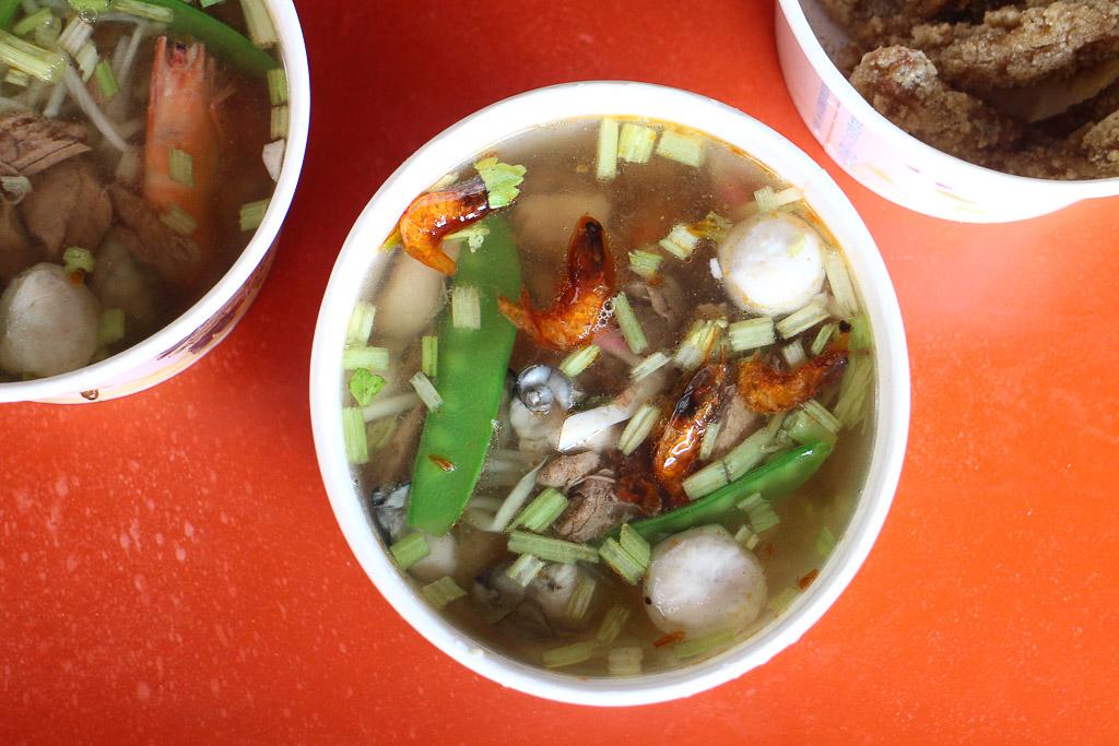 屏東 東港30年在地飯湯老店,蝦米/蝦子/魚肉/蚵仔,所有鮮味都濃縮在一碗裡,出了屏東就超稀有的屏東美食 屏東縣東港鎮|阿卿姐飯湯