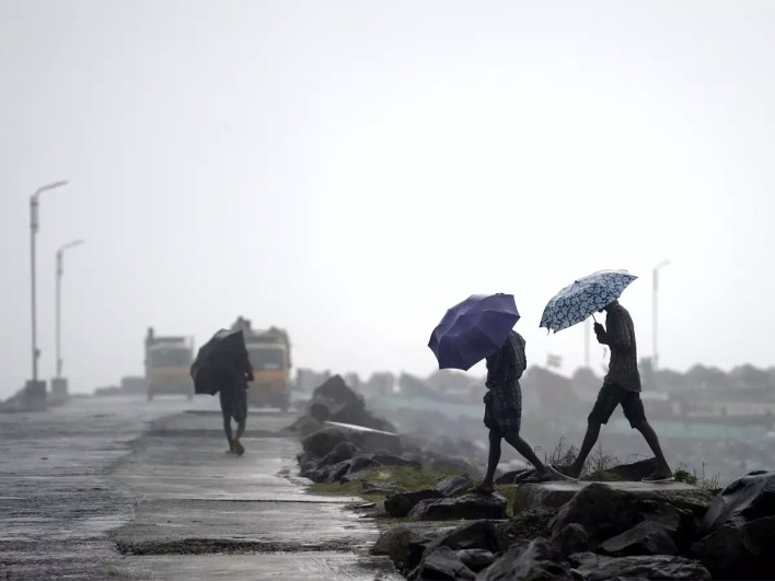 cyclone nivar latest updates live: landfall process starts; over one lakh people evacuated across tamil nadu - the economic times