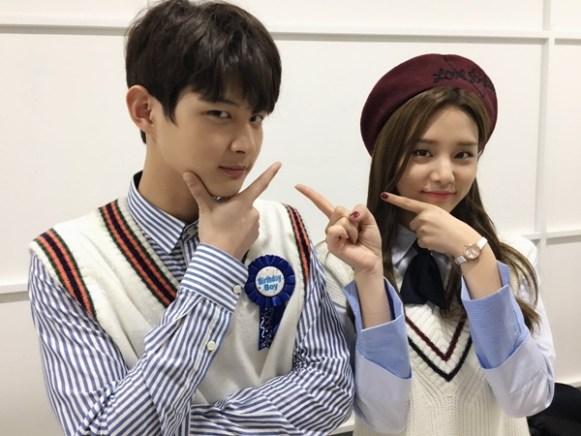 ภาพ อีซอวอน และ โซลบิน LABOUM พิธีกรรายการ Music Bank
