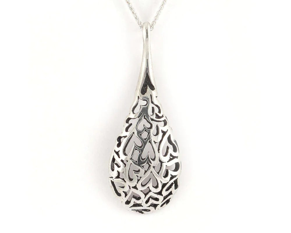 Simple chiseled hearts pendant