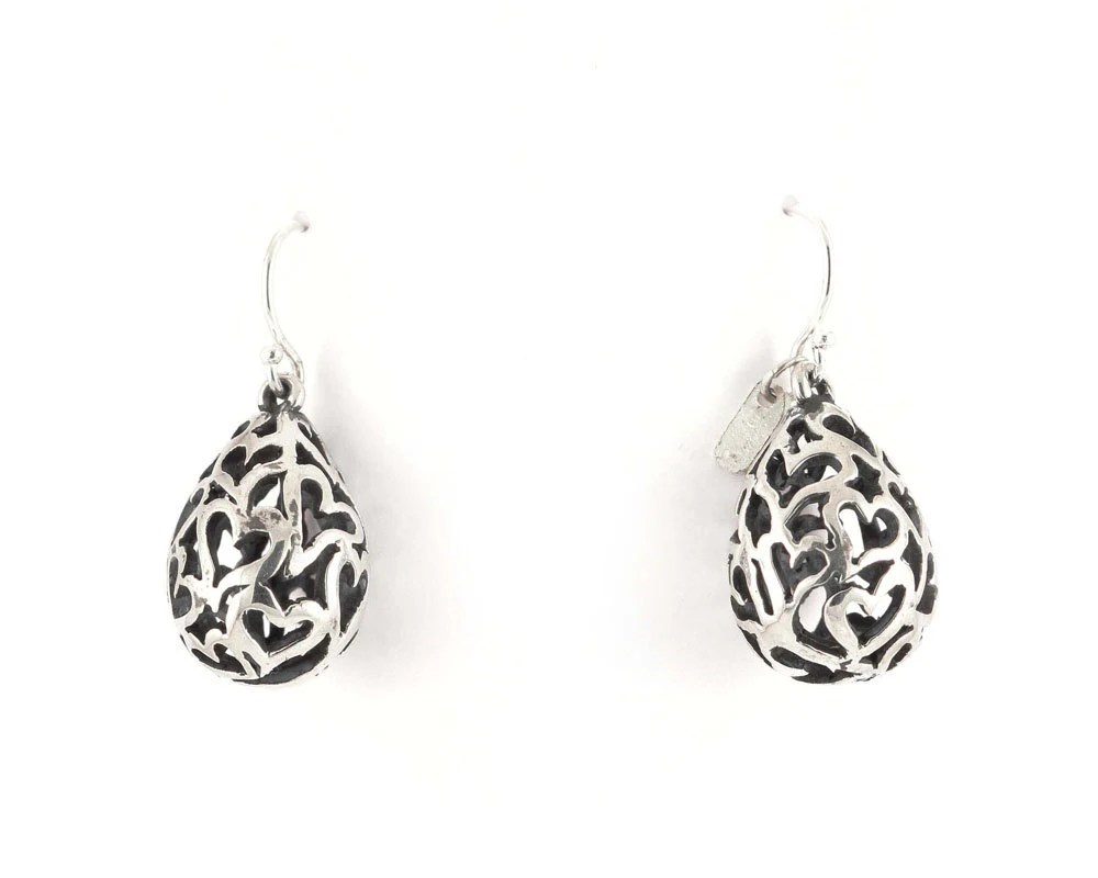 Chiseled hearts earrings short