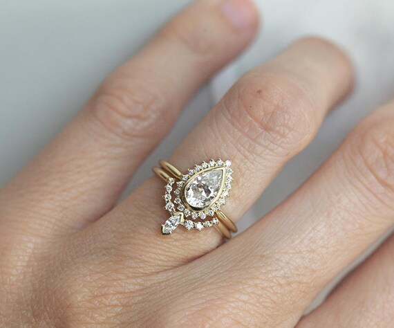 Pear Shaped Moissanite Engagement Ring Set With Diamond