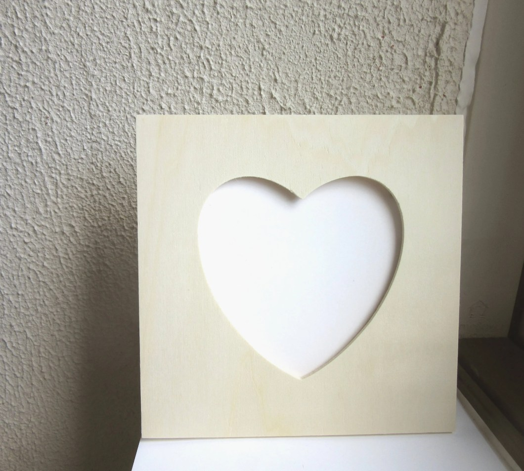Small Heart Shaped Wooden Frames | Tecstar
