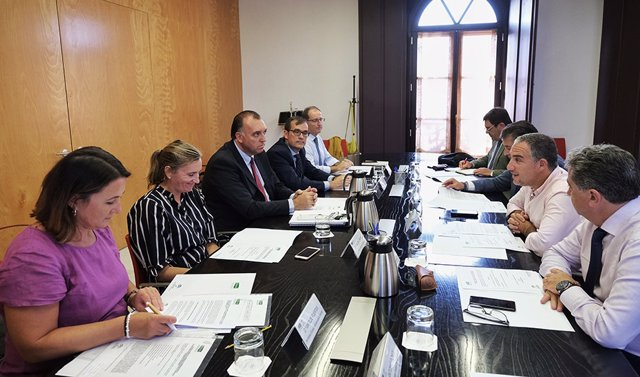 Resultado de imagen de consejero delegado de Extenda-Agencia Andaluza de Promoción Exterior, Arturo Bernal