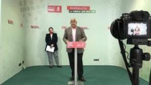 El delegado de Universidades del PSOE-A, Antonio Ramírez de Arellano, en la rueda de prensa
