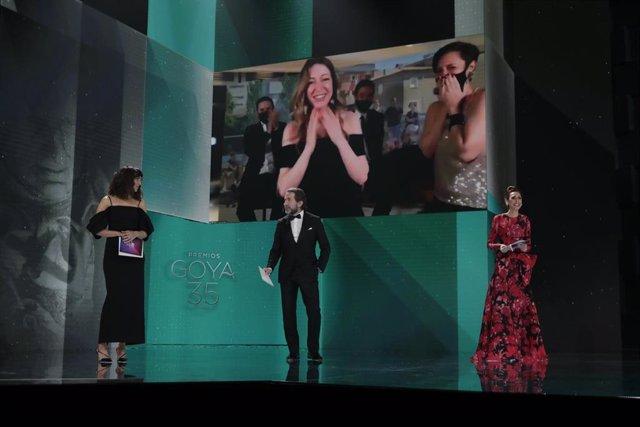 Pilar Palomero, Mejor dirección novel por Las niñas en los Premios Goya 2021 celebrados en Madrid, a 6 de marzo de 2021.