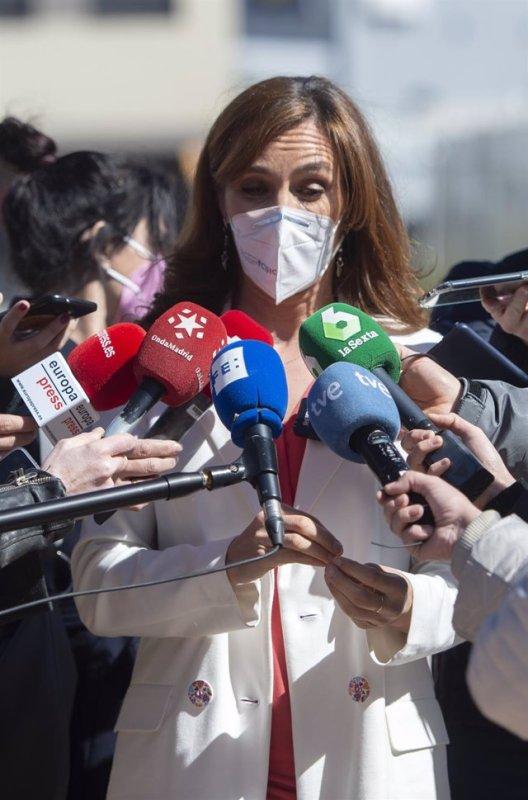 La líder regional de Más Madrid, Mónica García, ofrece declaraciones a los medios