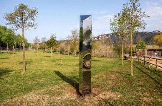 Castell-Platja d'Aro (Girona) traslada el monolito aparecido en la playa a un parque del municipio