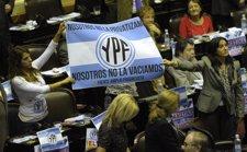 Diputados Argentinos Celebran La Expropiación De YPF En El Congreso