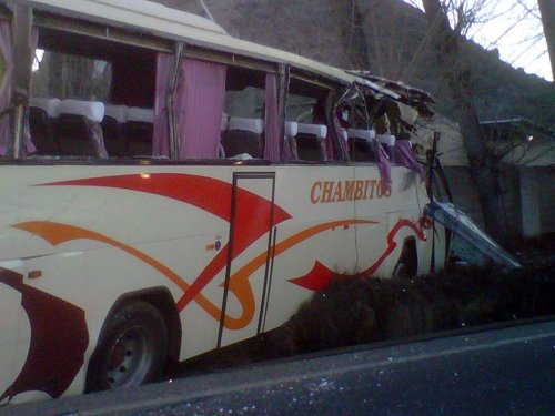 Imagen del autobús escolar accidentado en Xàtiva