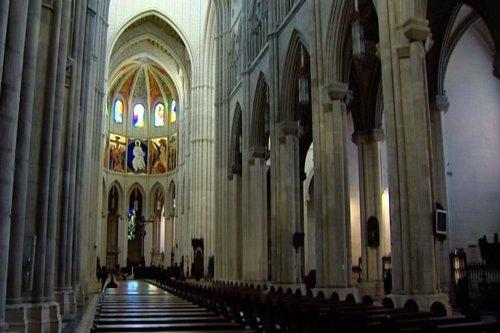 Desactivan un explosivo en la Catedral de la Almudena