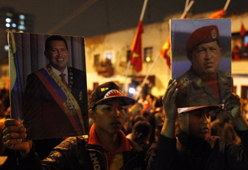 Venezolanos salen a las calles de Caracas para homenajear a Hugo Chávez