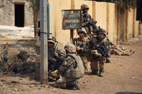 El Ejército francés combate a los islamistas en Malí