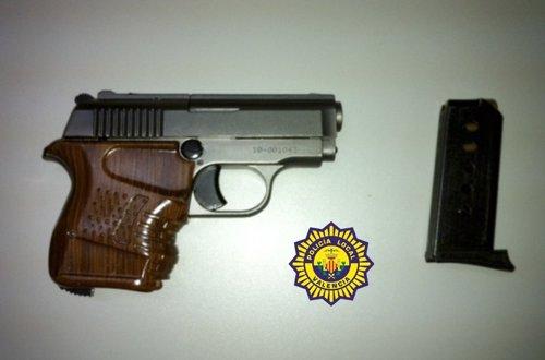 Pistola intervenida por la PLV