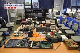 Objetos recuperados a la banda que robaba pisos en Barcelona