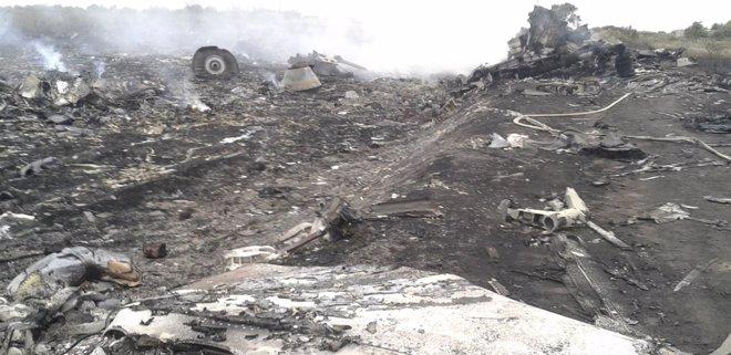 Foto: Imágenes del avión malasio estrellado en Ucrania (MAXIM ZMEYEV / REUTERS)