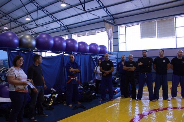 La delegada de Seguridad Ciudadana, Mariló Gutiérrez, visitó el entrenamiento.