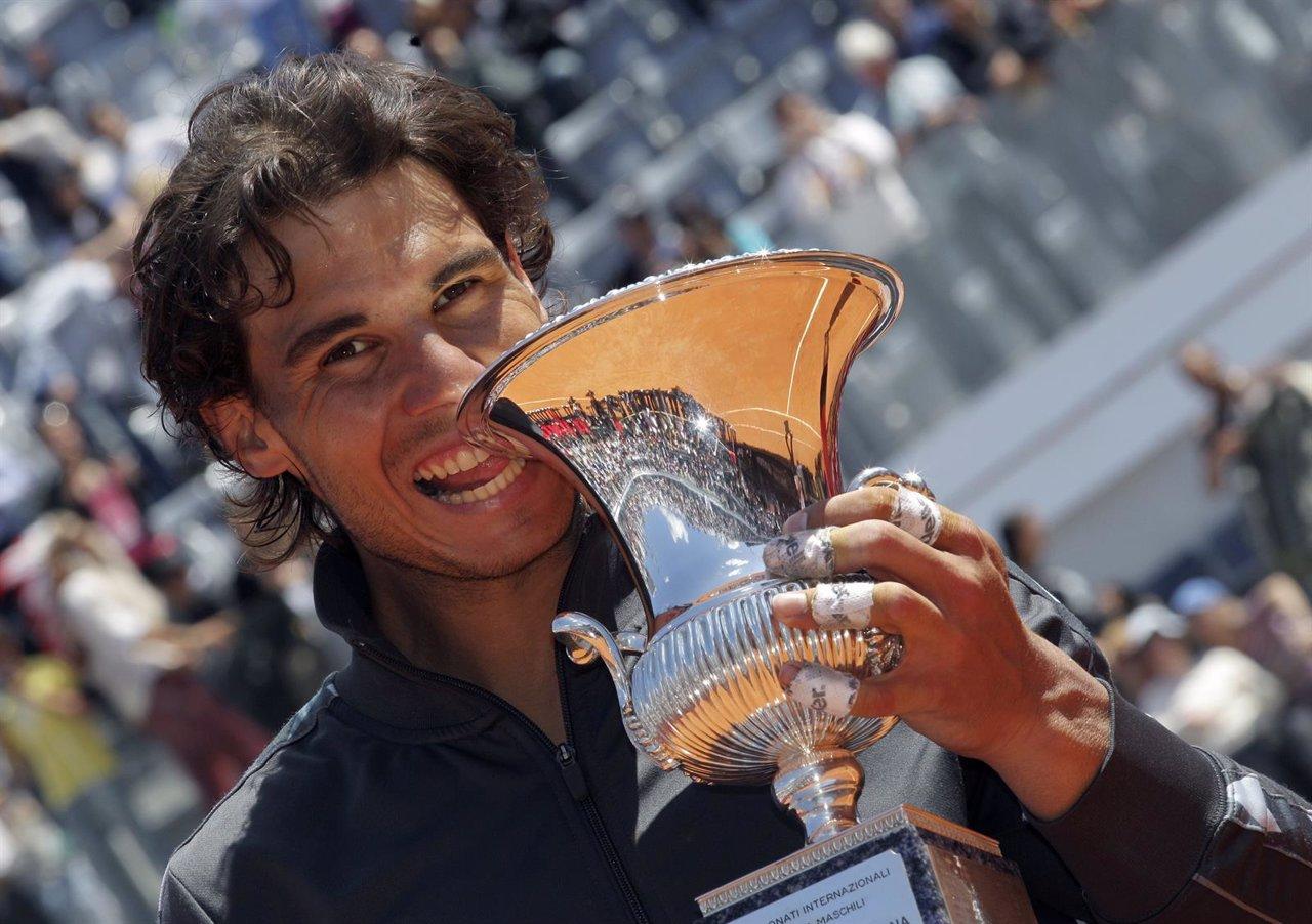 Rafa Nadal Con El Trofeo Del Masters 1.000 De Roma