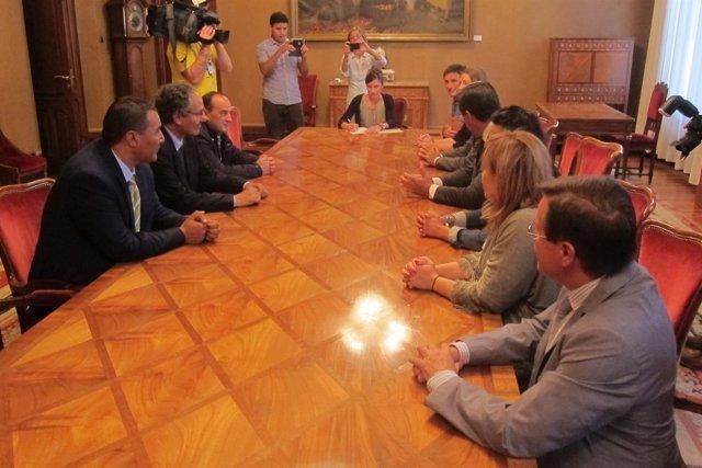 Reunión del ministro de saharaui, Bulahe Sid, con el intergrupo parlamentario.