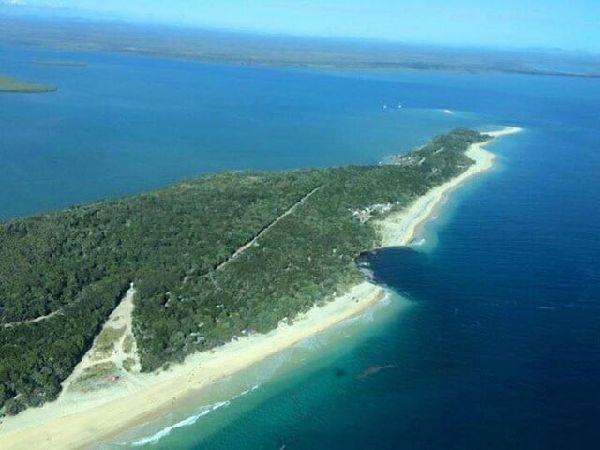 La doline sur la plage du Queensland