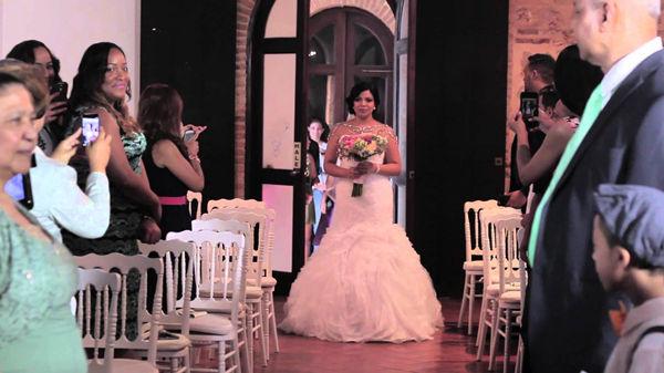 Unusual Wedding Photos Making An Entrance