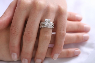 how do engagement rings and wedding bands work everafterguide - How Do You Wear Your Wedding Rings