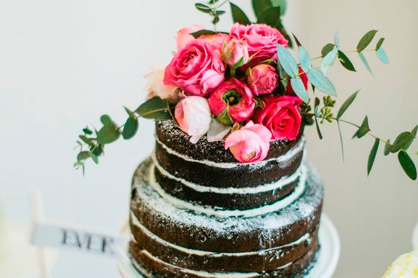 Romantically Gorgeous  Top 20 Wedding Anniversary Cakes   EverAfterGuide Top 20 Wedding Anniversary Cakes