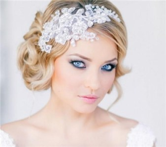 Tips for Bridal Makeup that Goes with Blue Eyes   EverAfterGuide If you are unsure of the right wedding makeup for your blue eyes  then  you ve come to the right place