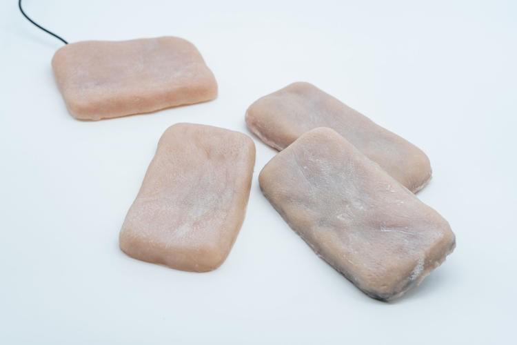 Capas para smartphones com pele humana sintética