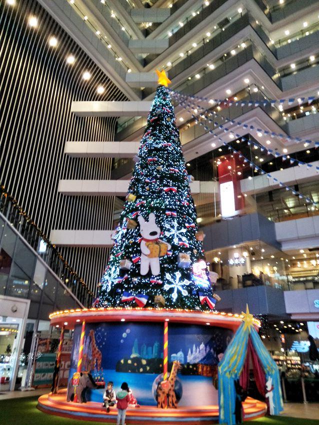 大魯閣新時代購物中心 2017麗莎和卡斯柏聖誕派對 最受歡迎的法國經典繪本角色 全台最高室內聖誕樹