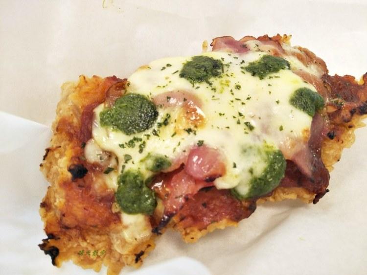 偽裝成披薩的雞腿排?肯德基炸雞~義式三重奏披薩雞腿排