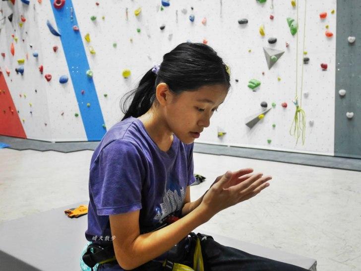 20190105135541 36 - 熱血採訪|第一次親子攀岩體驗就上手,台中約200坪空間的Dapro室內攀岩場